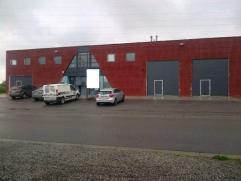 Entrepôt de +/- 450 m² avec petit bureau et possibilité de louer des bureaux supplémentaires relié directement &agrave
