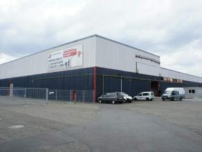 Entrepôts et bureaux situés à proximité immédiate de la sortie n°38 de la liaison autoroutière E40-E25 (N