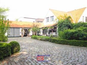 Rustig, residentieel en zeer goed onderhouden landelijke Villa met zeer goede verkeersverbinding. Oppervlakte van 24a47ca met zuidgeoriënteerd te