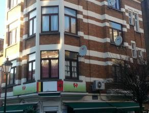 FOREST, proximité Gare du Midi, dans un petit immeuble, appartement se composant d'une pièce de séjour,cuisine ouverte,salle de b
