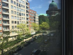 magnifique appartement rénové en face de la basilique  dans un quartier résidentiel avec deux chambres, un spacieux living avec f