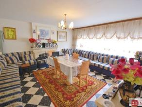 A Gilly, appartement trois chambres de 85m² sis au deuxième étage dans une petite résidence qui se compose comme suit: Hall,