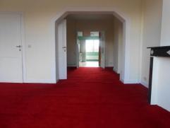 LAEKEN (réf 8188) Grand appartement de 115 m² réparti sur 3 niveaux comprenant un lumineux séjour, salle à manger, cu