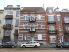 LAEKEN (réf : 8226) - Rue Antoine Clesse, au 1er étage d'un petit immeuble sans charges, magnifique appartement 3 chambres entièr