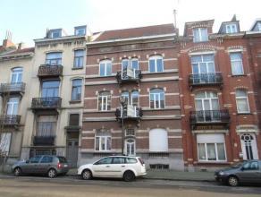 LAEKEN (réf : 8227) - Rue Antoine Clesse, au 2ème étage d'un petit immeuble entièrement rénové et sans charg