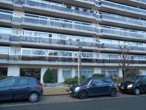KOEKELBERG (réf. 8108) avenue de la Basilique, proche de nombreux transports et commerces, spacieux appartement 3 chambres de plus de 100m&sup2