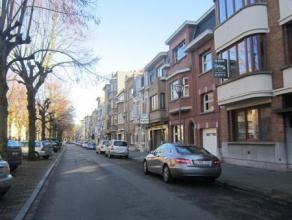 KOEKELBERG (réf. 8373) A deux pas de la Basilique de Koekelberg, situé Avenue de l'Indépendance Belge, au premier étage d'