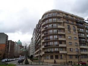 KOEKELBERG (réf. 8411) Situé Avenue de la Basilique, au 3ème étage, spacieux appartement de 135 m². Celui-ci se compo