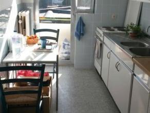 Berchem-Sainte-Agathe - A proximité de la Place Schweitzer, Appartement 1chambre de 70m² habitables comprenant : Au 1er étage - Hal