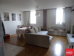 Berchem-Sainte-Agathe- Très beau duplex 2 chambre - 60m² en très bon état comprenant : au troisième étage-&Aci