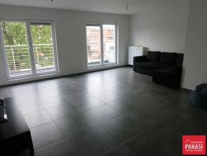 KOEKELBERG - Avenue de la Liberté, Superbe appartement de 160 m² habitables sur deux étages, 3 chambres comprenant : Living : 28 m&