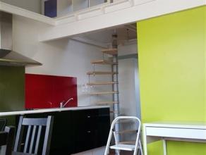 LAEKEN - Bel appartement - MEUBLE - de deux chambres en duplex comprenant : Living avec cuisine USA entièrement équipée - Une Cha