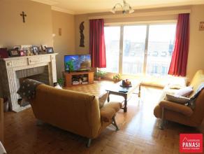 KOEKELBERG - Avenue de la Liberté, Superbe appartement de 100 m² habitables, 2 chambres comprenant : Hall d'entrée avec accè