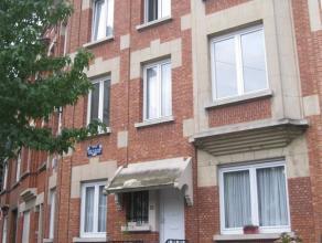 OPTION!!! OPTION!!! OPTION!!! BERCHEM SAINTE AGATHE, Quartier Roi Albert, dans petit immeuble, appartement de 70m² habitables, une chambre: Hall: