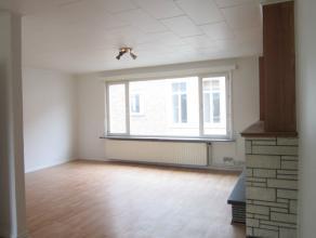 Instapklaar duplex appartement op fietsafstand van het centrum van Gent. Afzonderlijke traphal met op de eerste verdieping een lichtvolle living met a