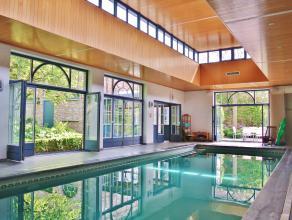 Residentieel gelegen Villa (bj. 93) te Drongen op 1km van E40, gebouwd uit hoogwaardige materialen op 1408m² grond. De villa omvat een ruime inko