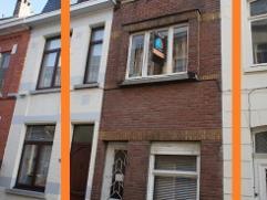Deze te renoveren woning bevindt zich op een rustige locatie in het hartje van Ninove. Het pand is zeer interessant voor investeerders en startende ko