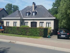 ZEKER EEN BEZOEKJE WAARD! Deze villa, type bungalow, op een perceel van 13a15ca, bevindt zich in het landelijke Zandbergen op een boogscheut van bakke