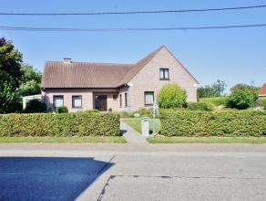 In het pittoreske Goeferdinge bevindt zich deze gelijkvloerse villa op een perceel van 25 a 57 ca en met een perceelsbreedte van maar liefst 36 meter!