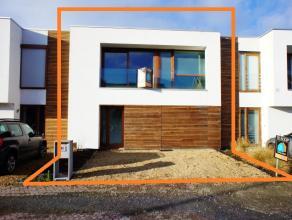 TOPPER!!!!  Deze gezellige recente woning werd in 2011 gebouwd en bevindt zich op een uitstekende ligging in Ninove. Scholen, bus, station, winkels en