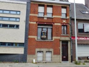 VOOR DE SNELLE BESLISSERS!!!! Woning met veel mogelijkeheden!!!! Op een unieke uitvalsbasis in Ninove (Brusselsesteenweg) bevindt zich deze volledig t