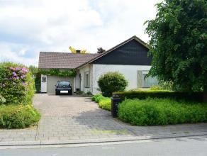 In een residentiële en rustig gelegen wijk te Ninove bevindt er zich deze goed onderhouden open bebouwing type bungalow met aangelegde tuin op 8a