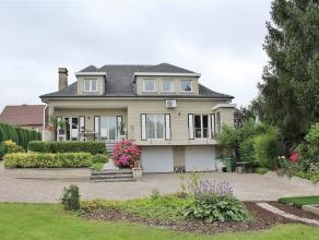 In Meerbeke bevindt zich deze charmante, stijlvolle villa op een terrein van 10a60ca. Deze villa staat voor residentieel wonen in een rustige omgeving