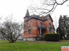 Majestueuse demeure, château, situé à distance de marche du centre de LENNIK avec accompagnement maison de transport sur un terrai