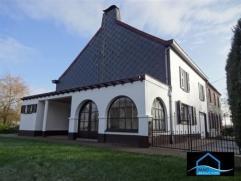 Amoureux des maisons de style ancien ? Eh bien cette habitation vous surprendra...Maison de caractère, construite dans les alentours de 1850 av