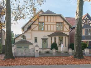 Deze karaktervolle villa werd in 2000 volledig gerenoveerd. De eigenaars hebben tijdens deze renovatie telkens gekozen voor kwaliteitsvolle materialen