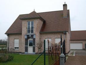 Luxueuze nieuwe villa Wetteren Luxueuze nieuwe villa te huur met garage en grote tuin. Totaal grondoppervlakte 1500m². Inkom, woonkamer, keuken,