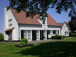 Deze woning ligt in een oase van rust maar kent toch een vlotte verbinding via E34 of via oprit Waasmunster voor de E17.De woning omvat een ruime inko