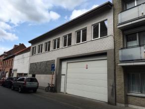 Magazijnruimte van 180 m² te huur.parkeerplaatsen aan 60 ?/stuk.150 ? per maand voorschot op elektriciteit, water en onroerende voorheffing.magaz