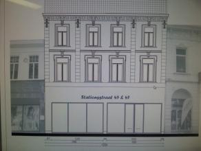 Nieuwbouw casco winkelruimte van 432 m² op het gelijkvloers met ruime patio achteraan.Op de verdiepingen meer dan 250 m² voorraad- of kantoo