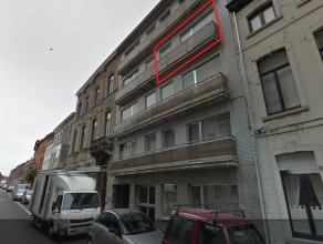 Leuk appartement in het centrum van Tienen op de derde verdieping met een volledig vernieuwde keuken, een ruime living, 2 slaapkamers waarvan 1 met te