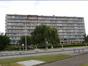 Het appartement is gelegen op de achtste verdieping dicht bij de scholen en winkels, met prachtig uitzicht over het centrum van Tienen, Het is volledi