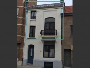 MOOI DUPLEX APPARTEMENT met indeling: <br /> <br /> Inkomhal met trap naar eerste verdiep met een privé binnenplaats<br /> <br /> 1ste Vediep: