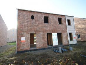 Nieuw te bouwen half-open bebouwing van 184 m² in pastoriestijl met 4 slaapkamers (Lot 10 links). Te bouwen langs de Buitingstraat te Paal-Bering