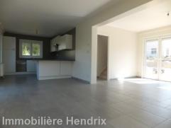 Dans un nouveau clos privé en construction et à proximité de la gare future RER, belle maison neuve basse énergie sur 6a50