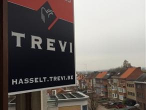 Goed gelegen 2-slaapkamerappartement te huur op de Maastrichtersteenweg. Het appartement bestaat uit een inkomhal, ruime living die uitgeeft op het gr