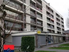 Ruim, instapklaar 2slaapkamerappartement (ca.96m²) met terras en mooie parketvloeren. Optie aankoop garage Bestaande uit: Inkomhal, grote living