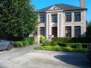Kortrijk, klassevolle villa met 2 burelen (gelijkvloers) , hall in natuursteen moderne keuken met granietafwerking, grote kelder, bijkeuken eetplaats