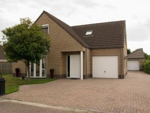 Ruime 3 tot 4 SLK woning op 700m² met 2 garages nabij centrum Overpelt.   Woning uit de 2000, zeer goed onderhouden met ruime living.   Indel