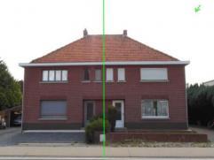 Gezellige half-open bebouwing met tuin in de nabijheid van de verbindingswegen Mol / Geel / Lommel / Leopoldsbrug / Ham. De woning heeft 1 slaapkamer