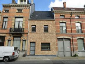 Deze nieuw heropgerichte woning is gelegen in het hartje van Sint-Niklaas en biedt u rijkelijk veel woonplezier. De bruikbare woonoppervlakte telt maa