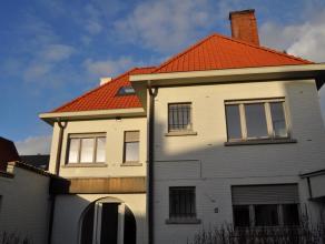 Klassevolle villa op topligging invalsweg Brugge : Dit karaktervol pand kan dienst doen voor verschillende doeleinden. Het werd recent gerenoveerd, vo
