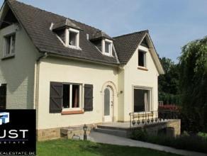 Dans le magnifique village de Hamme-mille, a 10km entre Wavre et Leuven, nous vous proposons cette superbe villa pleine de charme sise sur un terrain