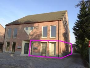 Lommel: instapklaar gelijkvloers appartement met 3 slaapkamers garage, autostaanplaats en prive tuin.Aan de rand van Lommel centrum. Inkomhal voor sle