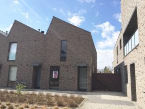 Lommel centrum: prachtige moderne woning met 3 slaapkamers en een stadstuin.Ook geschikt als senioren woning.Indeling beneden: inkomhal, wasruimte / b