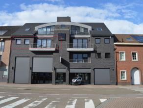Algemeen: <br /> Dit luxueus afgewerkt appartement is gelegen in een prachtig complex en bestaat uit 2 slaapkamers, een zeer ruime woonkamer met een h